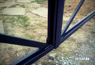 framed-metal-solid-gates-03
