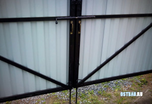 framed-metal-solid-gates-05