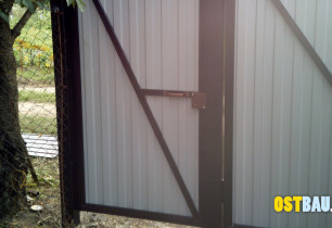 framed-metal-solid-gates-10