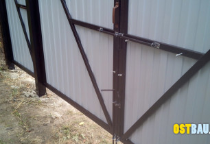 framed-metal-solid-gates-12
